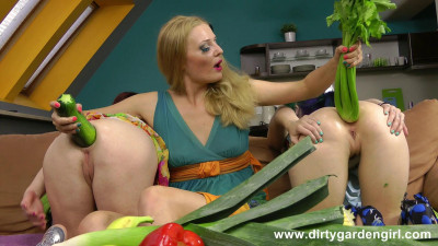 Trio vegetable sex anal games and prolapse (2014)