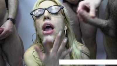 Blondie Fesser bukkake