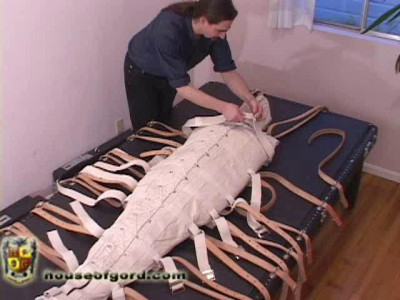 [NakedGord.com]-Serena and the Sleep Sack(2010/Mummification/size 193.5 MB )