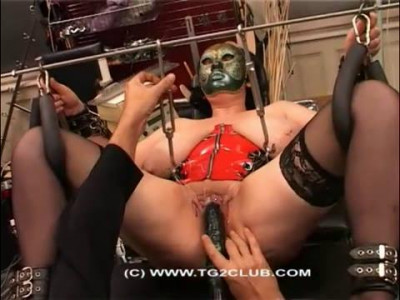 Labia hard extreme women in mask (2015)