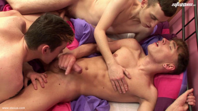 Skaterboy Threeway Allows Oscar Roberts To Fuck The Spunk Out Of Both His Horny Mates!