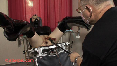 To make me come he placed the eroscillator on my clit