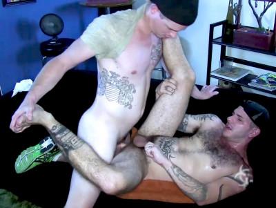 Jed Athens fucks Tristan Mathews' ass (720p)