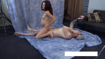 Her sexy pregnant tummy