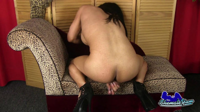 ShemaleYum – Sexy Chloe Cardashin Strokes Her Hard Cock