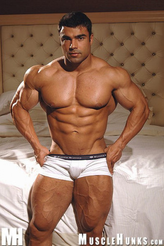 MuscleHunks – Eduardo Correa: Awesome ass (2006)