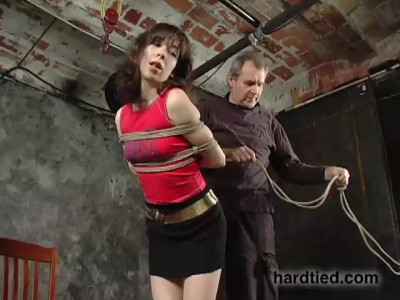 Its Lilys first ever bondage gig, but when slaps on the ropes