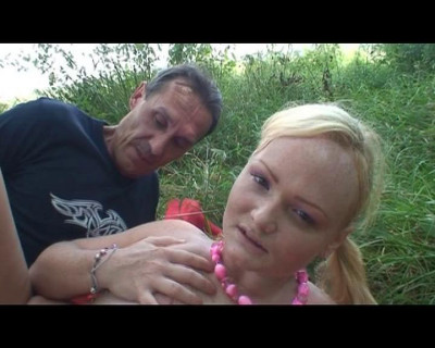 Outdoor fucking for a dad