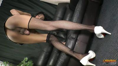 Stunning Baiw Strokes Her Huge Cock (2016)