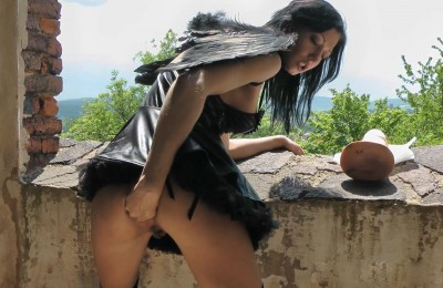 HotkinkyJo – Black Angel And Horse Cock In The Castle