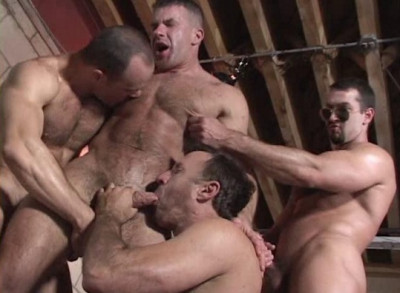 Massive Muscle Bears In Orgy