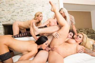 The Luckiest Guy In The World Manuel Ferrara's Reverse GangBang 08.01.2016
