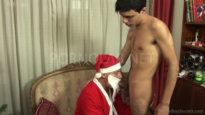 A  juicy  twink  boner  for  Santa