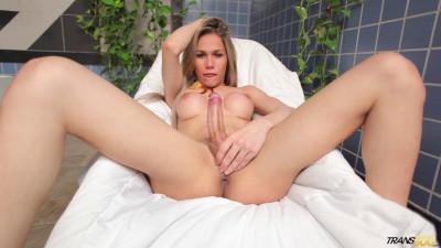 Gabi Abelha Lovin My Shecock (2015)