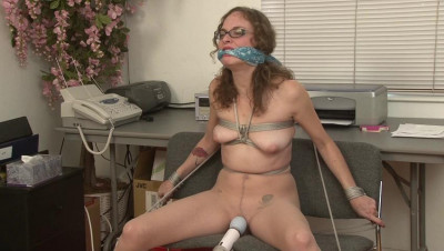 Tied and Vibrated