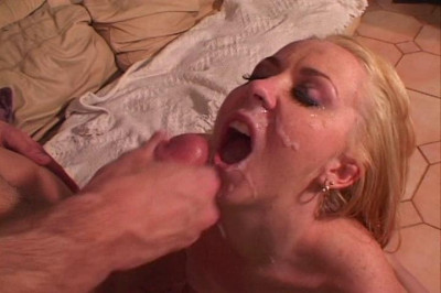 Blond Amateur Squirting Outside
