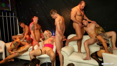 Bisexual orgy took place in a nightclub