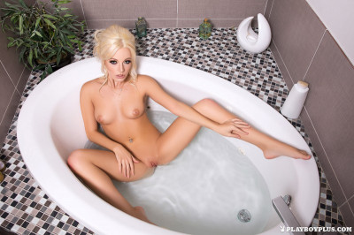 Ria Rose in Bathtime Babe