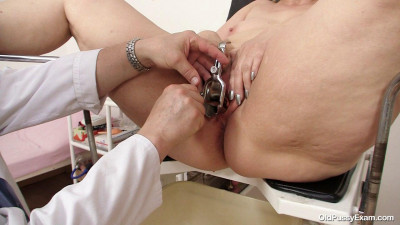 Yvonne - 55 years woman gyno exam