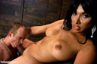 Face Sitting, Face Banging, Cum Sucking: The Powerful Return of Vaniity