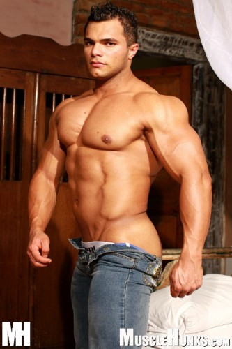 MuscleHunks - Jardel Barros: Brazilian Heat (2007)