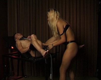 Blonde blows a slave