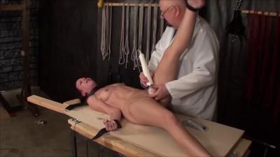 TB – Elise Electricity Orgasm