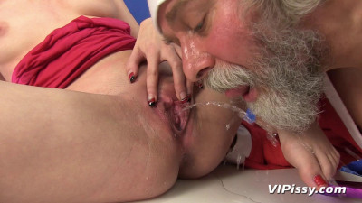 Sexy Chick Calls On Santa To Fulfill Her Dream