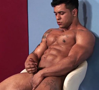 Rico Wolf - Muscle Puppy In Action