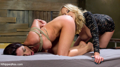 Room For Rent: Broke waitress pays rent with kinky lesbian sex!!!