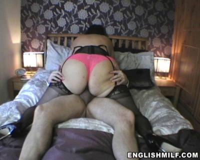 British mature lady with a big butt passionately jumps on a cock