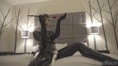 Chained and gagged on the vibrator gets an orgasm