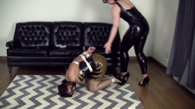 Enchantress Sahrye and Elizabeth Andrews : Latex Ladies Playtime