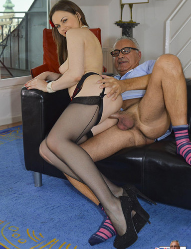 Tina Kay, Lara Latex — Edward Scissorhands ripped stockings madcap threesome! (2015)
