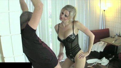 new ballbusting victim