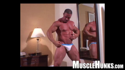 MuscleHunks – Eddie Camacho – Classic Eddie