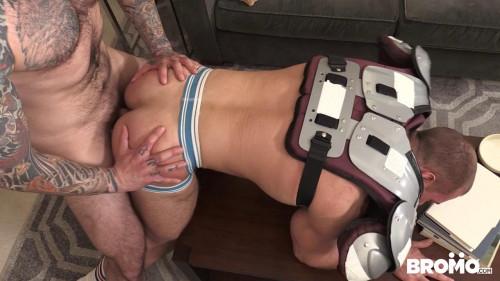 Gay BDSM Jordan Levine fucks Beau Warners asshole (720p)