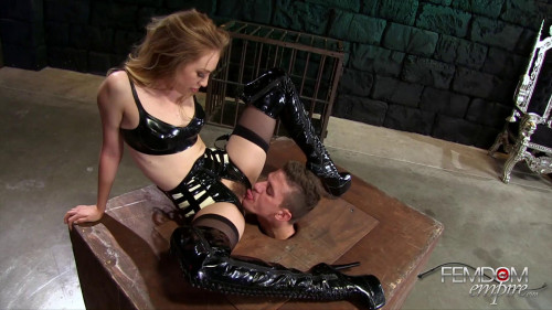 Femdom and Strapon Lyra Louvel - Her Head Box