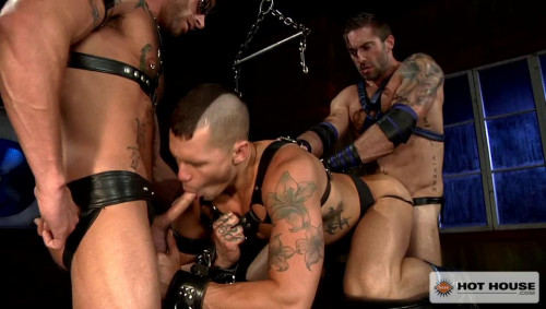 Gay BDSM Muscle-bound studs in rough fuck