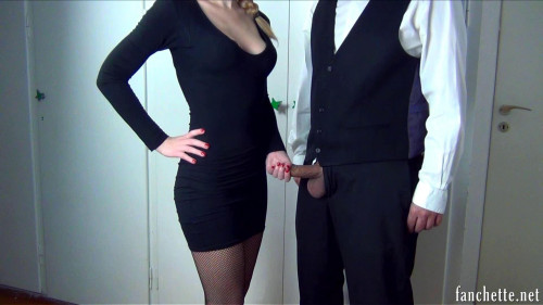 Femdom and Strapon Mlle Fanchette Debout