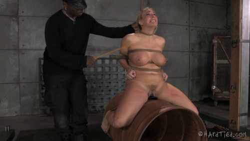 bdsm Angel Finds the Perfect Place For Her Bondage Fix