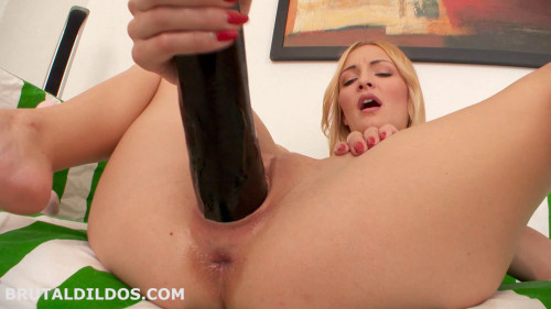 Fisting and Dildo Belle Caire