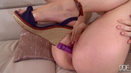 Fisting and Dildo Dildo In Pink Hole 1