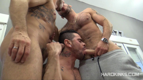 Gay BDSM Poker Kinks (Antonio Miracle, Macanao Torres, Mario Domenech)
