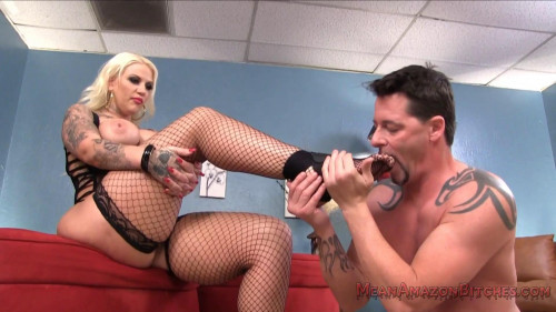 Femdom and Strapon Lucky B