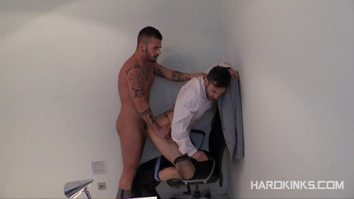 Gay BDSM Using The Employee (Aday Traun, Fabio Testino)