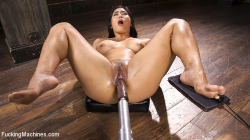 Sex Machines Mega Babe Gets a Full Throttle Machine Fucking
