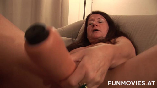 Fisting and Dildo Granny and her big dildo