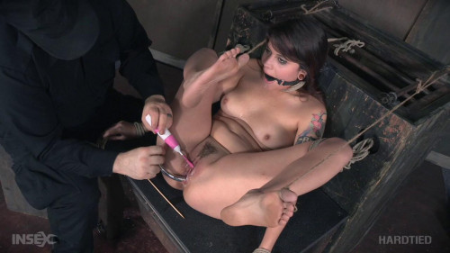 bdsm Rope Her and Pole