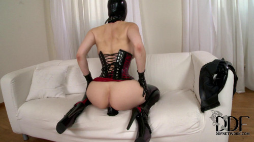 Femdom and Strapon Latex lucy latex lady of mystery